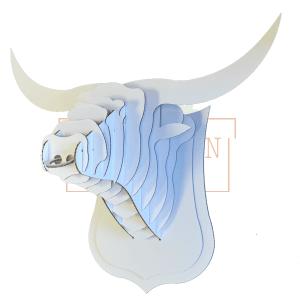 Cabeza de toro de cartón para montar