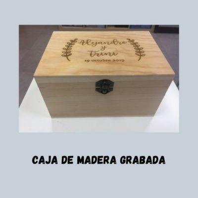 Caja madera grabada